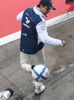 Felipe Massa, Williams plays football in pit lane
