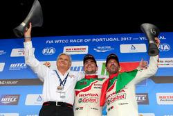 Руководитель Honda Team JAS Алессандро Марьяни, гонщики команды Норберт Михелиц и Тьягу Монтейру
