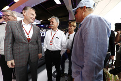 Sean Bratches, Formel-1-Marketingchef, Chase Carey, Formel-1-Chef, Woody Harrelson, Schauspieler