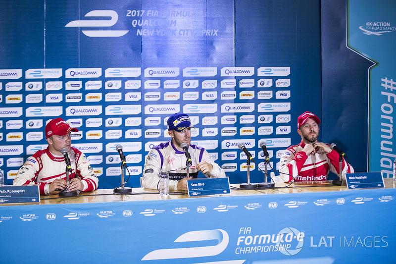 Ganador de la carrera Sam Bird, DS Virgin Racing, Felix Rosenqvist, Mahindra Racing, y Nick Heidfeld