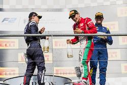 Podio: ganador de la carrera Charles Leclerc, PREMA Powerteam, segundo lugar Artem Markelov, RUSSIAN TIME, tercer lugar Oliver Rowland, DAMS