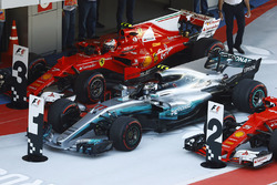 Валттери Боттас, Mercedes AMG F1 W08, Кими Райкконен, Ferrari SF70H, Себастьян Феттель, Ferrari SF70H