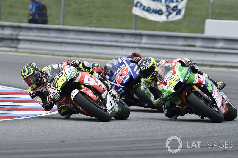 Кратчлоу атакує Алейша Еспаргаро, Aprilia Racing Team Gresini