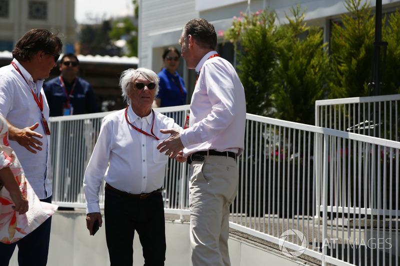 Берні Екклстоун, почесний президент Формули 1, Шон Бретчес, керівний директор з комерційних операцій Formula One Group