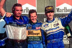 1. und Weltmeister Michael Schumacher, Benetton; 3. Damon Hill, Williams; Flavio Briatore, Benetton, Teamchef