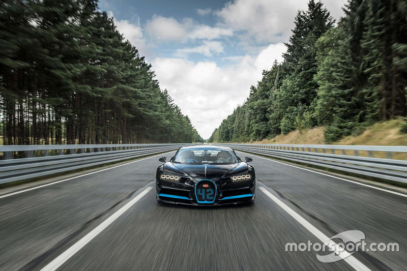 Хуан-Пабло Монтойя за рулем Bugatti Chiron