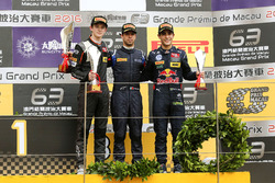 Podium: Race winner António Felix da Costa, Carlin Dallara Volkswagen; second place Callum Ilott, Van Amersfoort Racing Dallara Mercedes; third place Sérgio Sette Camara, Carlin Dallara Volkswagen