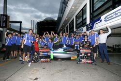 Race winner António Felix da Costa, Carlin Dallara Volkswagen celebrate with the team