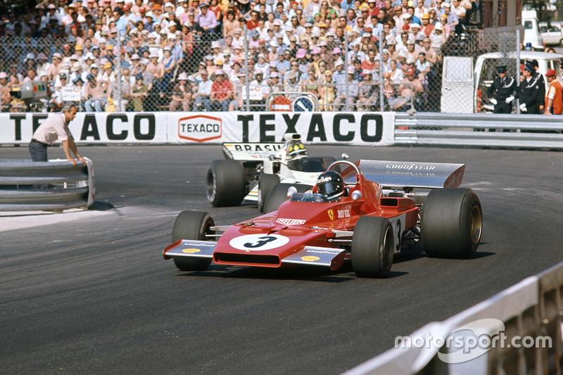 Jacky Ickx, Ferrari 312B3 lidera a Wilson Fittipaldi, Brabham BT42 Ford