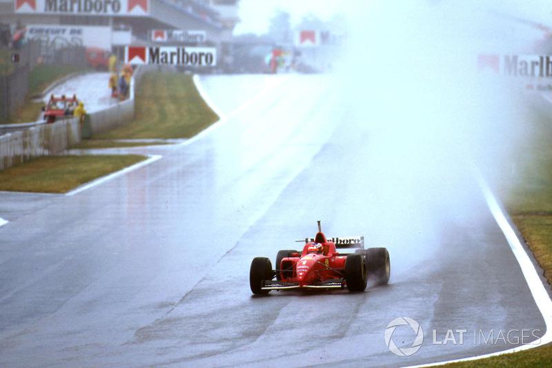 К середине гонки идущий на втором месте Жан Алези уступал Шумахеру больше минуты.