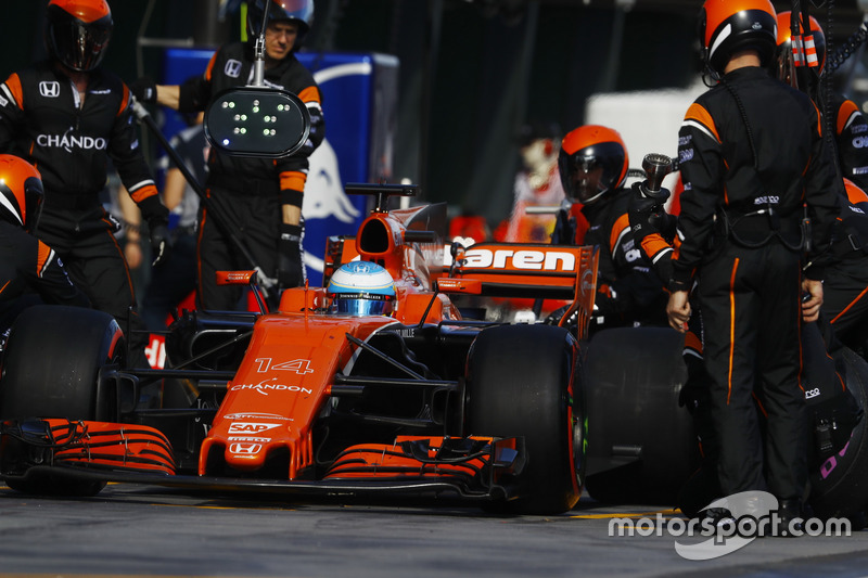 Boxenstopp: Fernando Alonso, McLaren MCL32