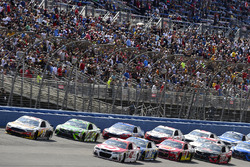 Clint Bowyer, Stewart-Haas Racing, Ford; Kyle Larson, Chip Ganassi Racing, Chevrolet