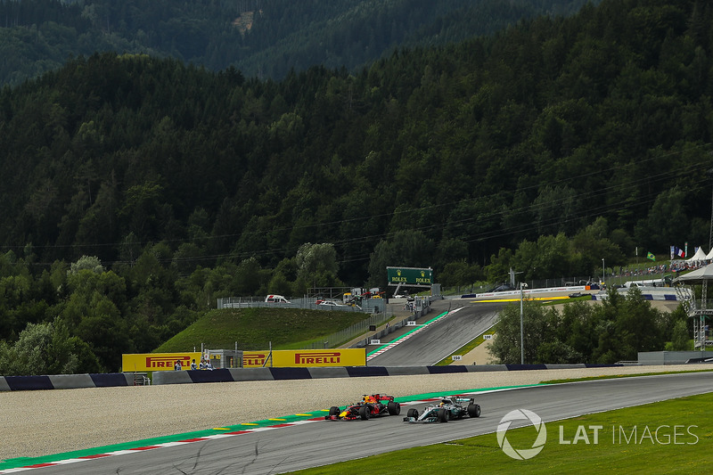Lewis Hamilton, Mercedes-Benz F1 W08  and Daniel Ricciardo, Red Bull Racing RB13