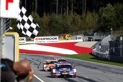 Bandera a cuadros para Mattias Ekström, Audi Sport Team Abt Sportsline, Audi A5 DTM