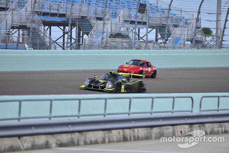 #211 MP3B Scion FR-S driven by Bryan Horowitz of Scuderia Shell Burbank, #27 FP1 Ligier LMP3 driven by Guy Cosmo & Patrick Byrne of LMP Motorsports