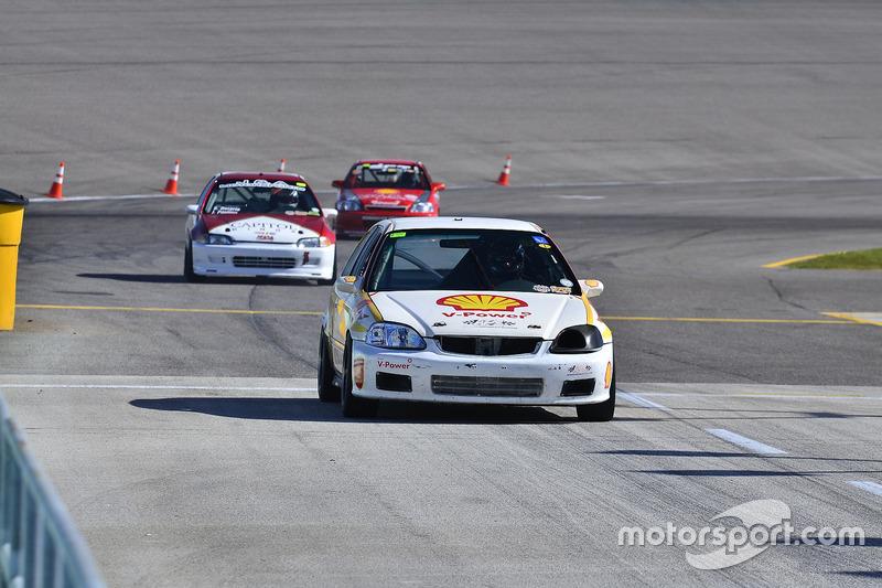 #175 MP3B Honda Civic driven by Matt Flick of Scuderia Shell Burbank, #133 MP4C Honda Civic driven b