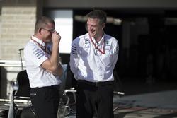 Simon Cole, Mercedes AMG F1 ingeniero jefe de pista y James Allison, Director técnico de Mercedes AMG F1