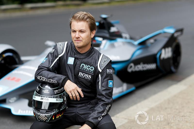 Campeón mundial de Fórmula 1, Nico Rosberg con el coche Gen2 Fórmula E