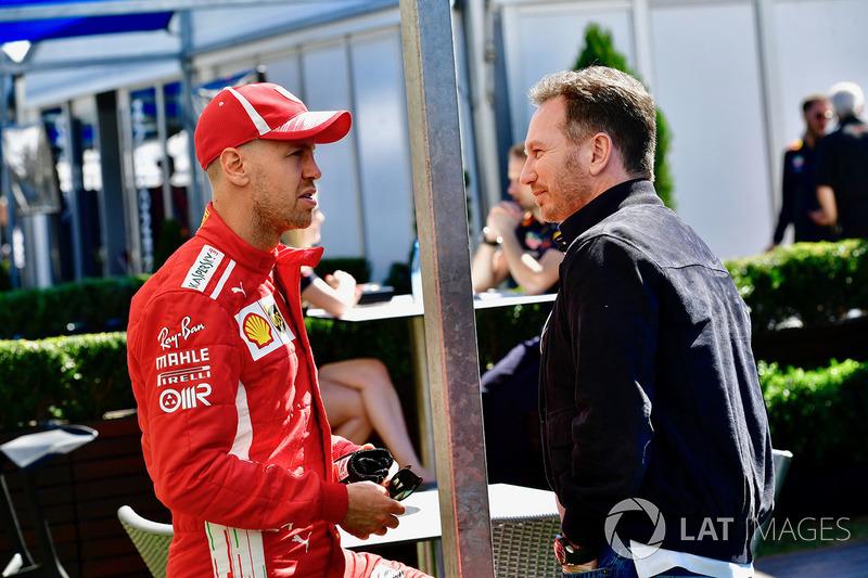 Sebastian Vettel, Ferrari habla con Christian Horner, Red Bull Racing Team Principal