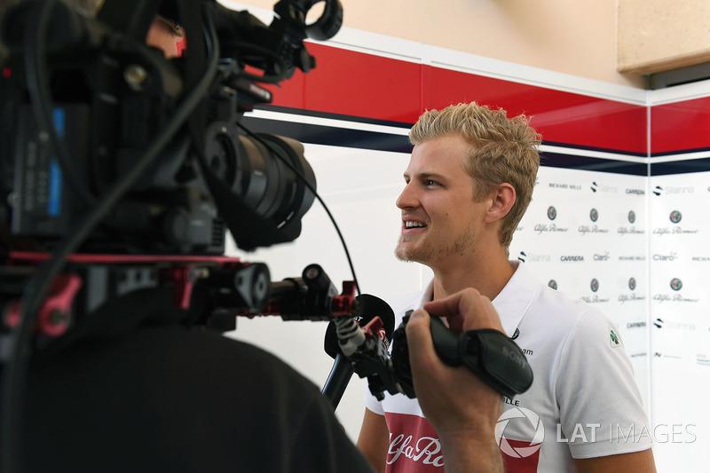 Marcus Ericsson, Sauber talks with the media