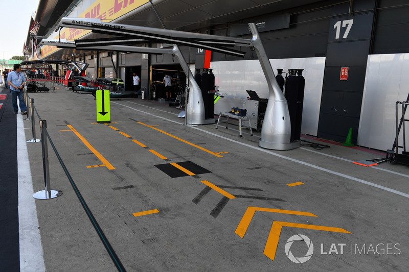 Mercedes AMG F1, area pit stop