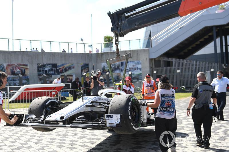 Шарль Леклер сошел в гонке из-за неприкрученного колеса, Маркус Эрикссон разбил машину. Это первый случай с Гран При Монако 2017 года, когда ни один гонщик Sauber не добрался до финиша.