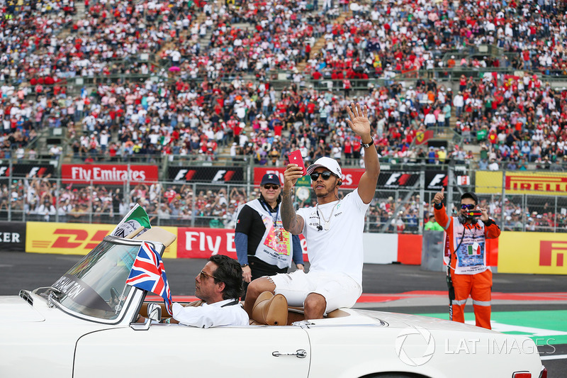 Lewis Hamilton na parada dos pilotos antes do GP do México