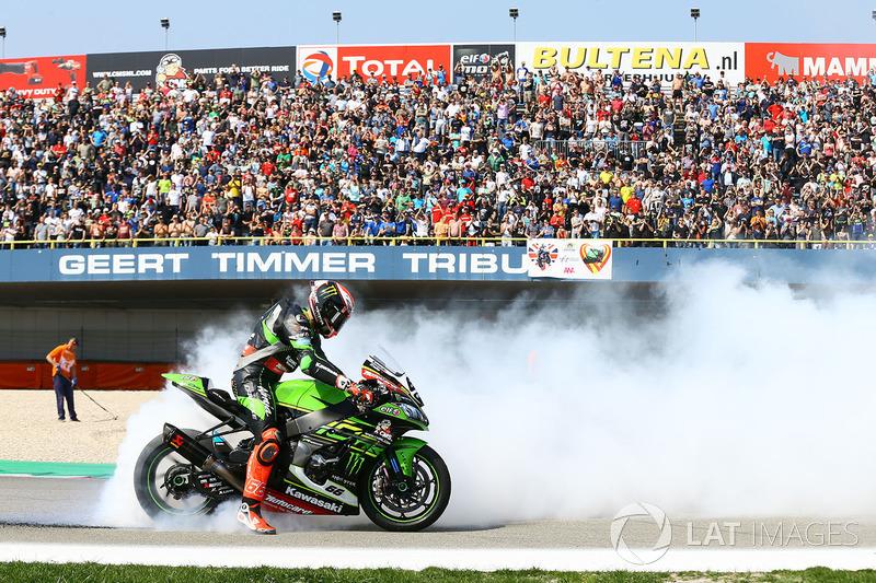 Le vainqueur Tom Sykes, Kawasaki Racing