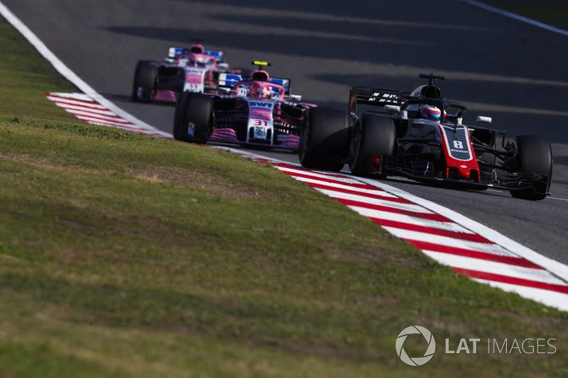 Romain Grosjean, Haas F1 Team VF-18 Ferrari, Esteban Ocon, Force India VJM11 Mercedes, et Sergio Perez, Force India VJM11 Mercedes
