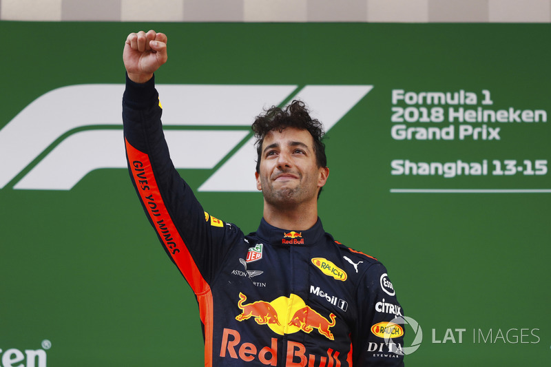 Daniel Ricciardo, Red Bull Racing, merayakan kemenangan di podium