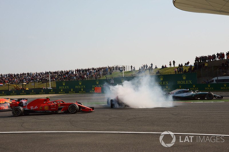 Max Verstappen, Red Bull Racing RB14 and Sebastian Vettel, Ferrari SF71H clash as Kimi Raikkonen, Ferrari SF71H and Lewis Hamilton, Mercedes-AMG F1 W09 EQ Power+ pass