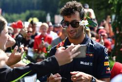 Daniel Ricciardo, Red Bull Racing firma autografi ai fan