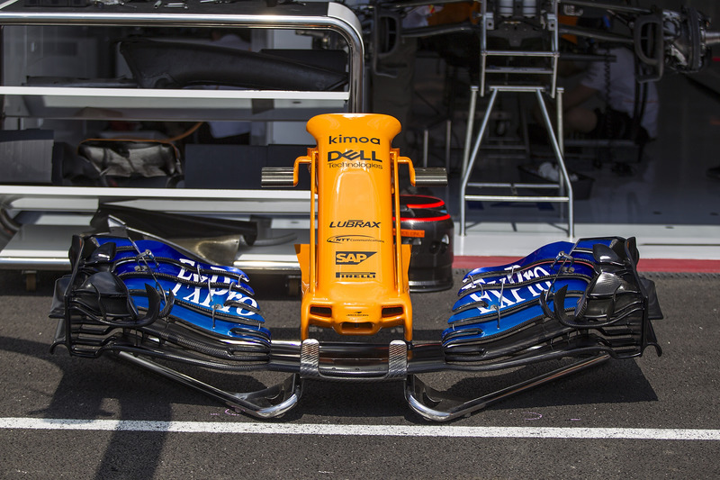 Neus en voorvleugel McLaren