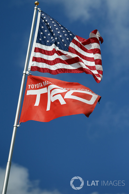 Banderas American y TRD