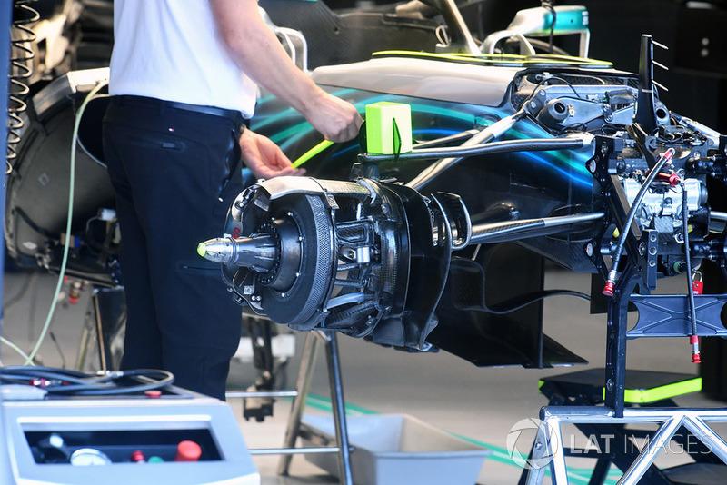 Mercedes AMG F1 W09 front wheel hub