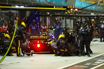 Nico Hulkenberg, Renault Sport F1 Team R.S. 18, in the pits