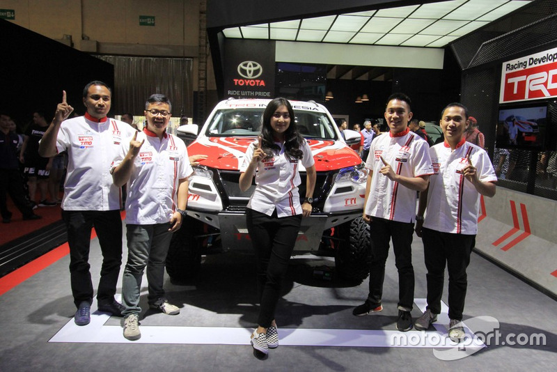 Pembalap Toyota Team Indonesia: Harri Darma Manoppo, Anjasara Wahyu, Alinka Hardianti, Demas Agil, Adrianza Yunial,