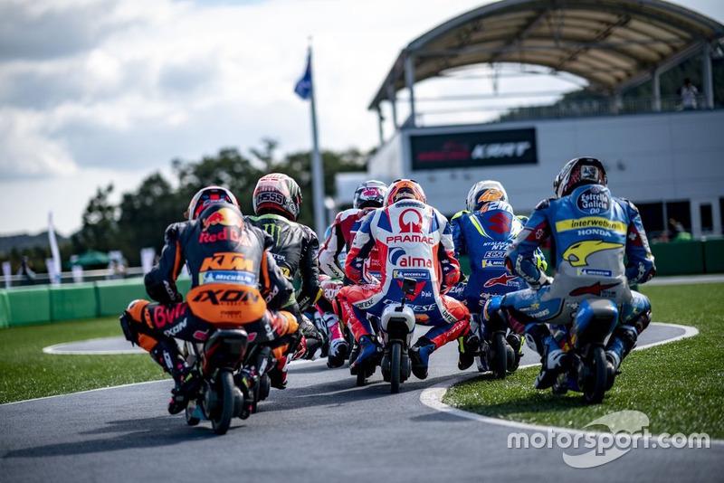 https://cdn-5.motorsport.com/images/mgl/2QzDmZaY/s8/mini-moto-race-action-1.jpg