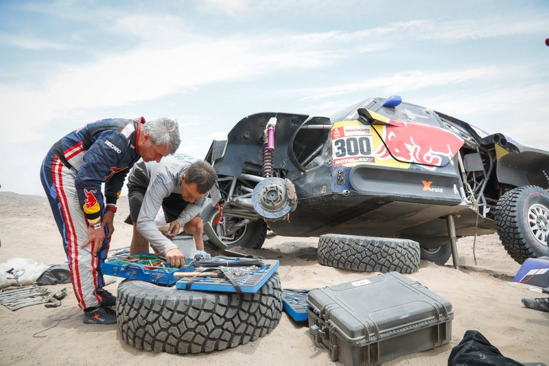 #300 X-Raid Mini JCW Team: Carlos Sainz tras su accidente