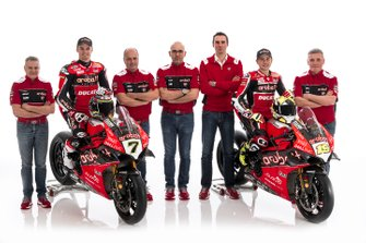 Chaz Davies, Aruba.it Racing-Ducati SBK Team, Alvaro Bautista, Aruba.it Racing-Ducati SBK Team con miembros del equipo.