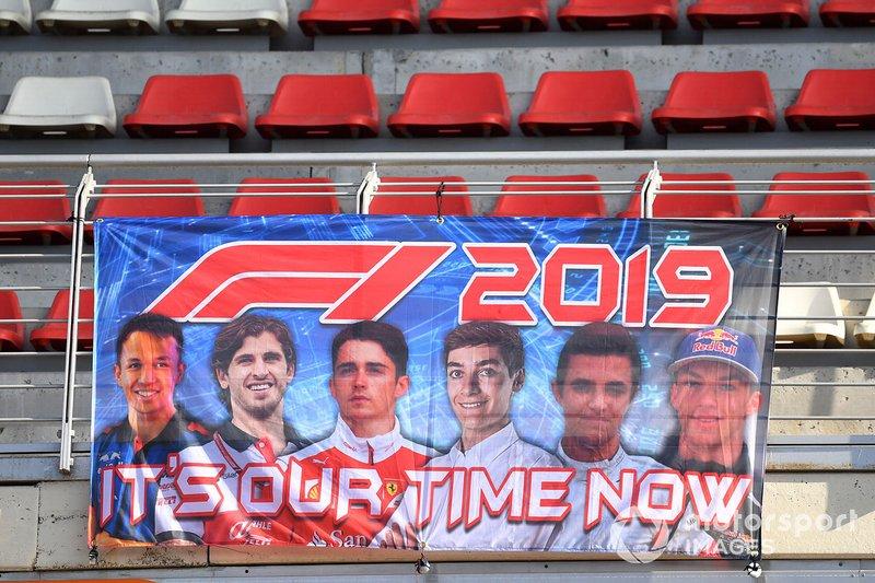 Pancarta de los pilotos jóvenes de 2019