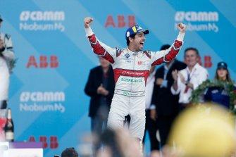 Race winner Lucas Di Grassi, Audi Sport ABT Schaeffler celebrates as he approaches the podium