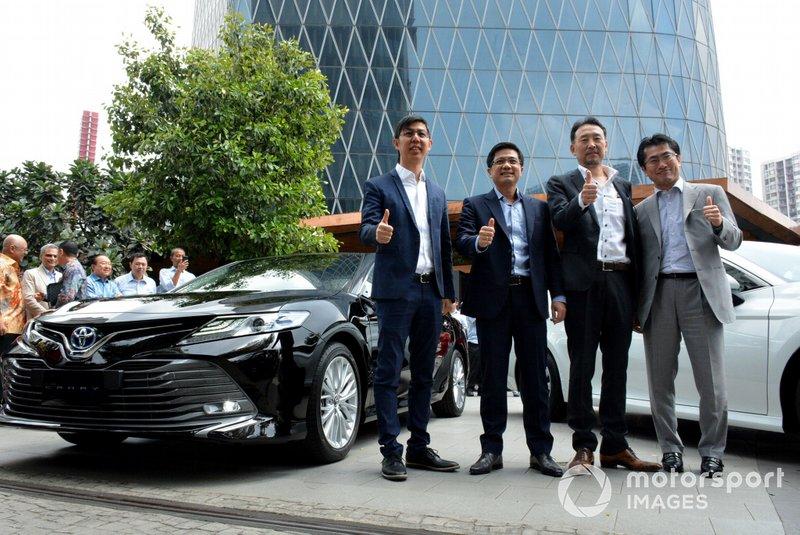 Director TAM Anton Jimmi Suwandy, Vice President Director TAM Henry Tanoto, President Director PT Toyota-Astra Motor (TAM) Yoshihiro Nakata and Kazunori Minamide