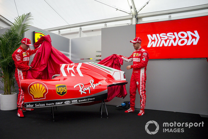 Kimi Raikkonen, Ferrari et Sebastian Vettel, Ferrari, présentent la nouvelle livrée de la SF71H