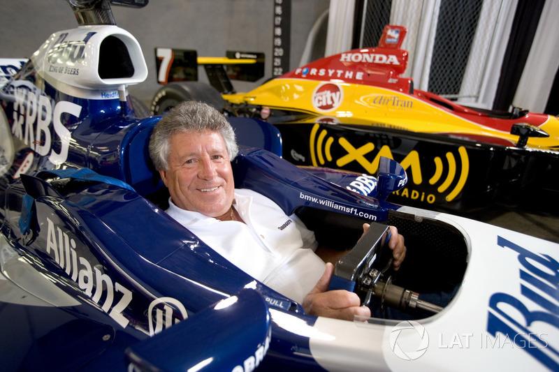 Легендарный Марио Андретти также не отказал себе в удовольствии посетить паддок и посидеть за рулем машины Williams