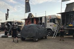 El auto chocado, #302 X-Raid Team Mini: Nani Roma, Alex Haro