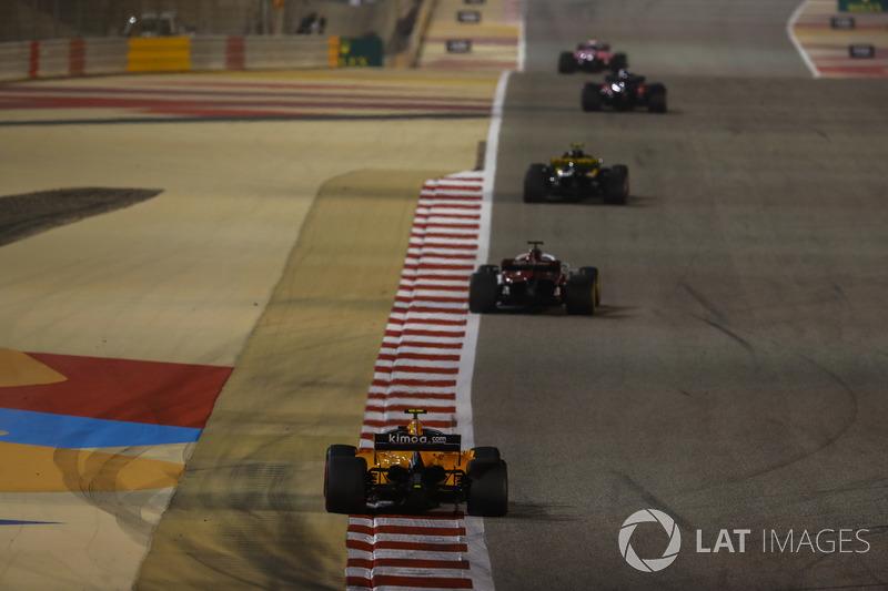 Carlos Sainz Jr., Renault Sport F1 Team R.S. 18, Marcus Ericsson, Sauber C37 Ferrari, and Stoffel Va