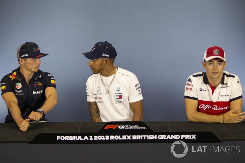 Max Verstappen, Red Bull Racing, Lewis Hamilton, Mercedes-AMG F1 e Charles Leclerc, Sauber, nella conferenza stampa