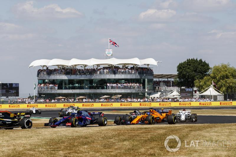 Carlos Sainz Jr., Renault Sport F1 Team R.S. 18, Pierre Gasly, Toro Rosso STR13, Fernando Alonso, McLaren MCL33, y Marcus Ericsson, Sauber C37
