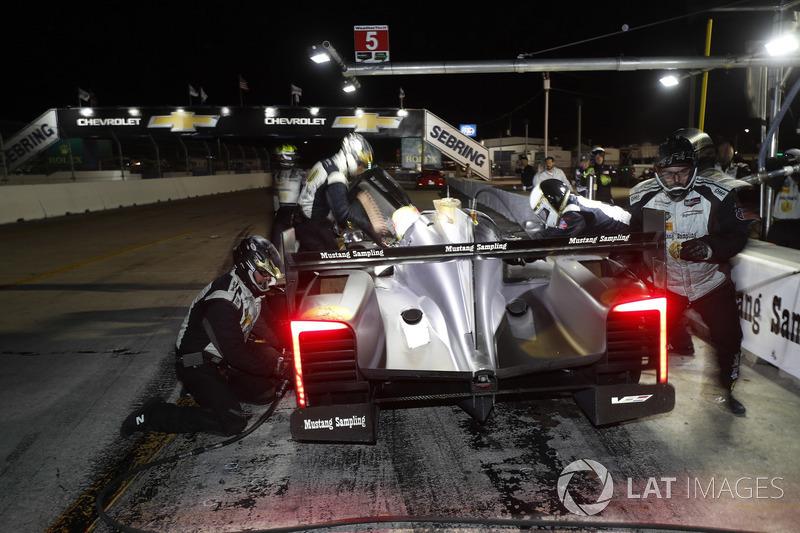 #5 Action Express Racing Cadillac DPi, P: Joao Barbosa, Christian Fittipaldi, Filipe Albuquerque, pit stop